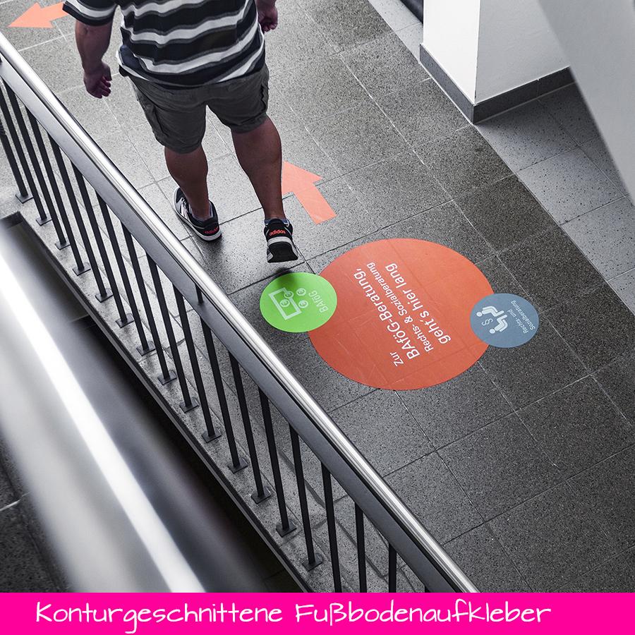 Konturgeschnittene Fußbodenaufkleber